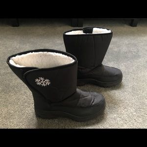 Shoes - Ladies snow boots. Like-new.